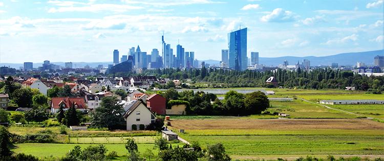 Ausblick auf die imposante Skyline Frankfurts
